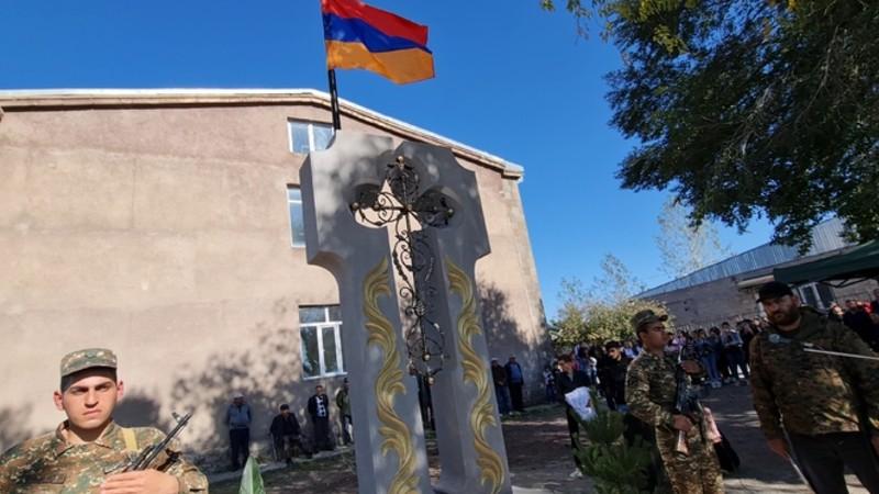 Վարդենիկում բացվել և օրհնվել է Արցախյան 44-օրյա պատերազմի զոհերի հիշատակը հավերժացնող հուշարձանը