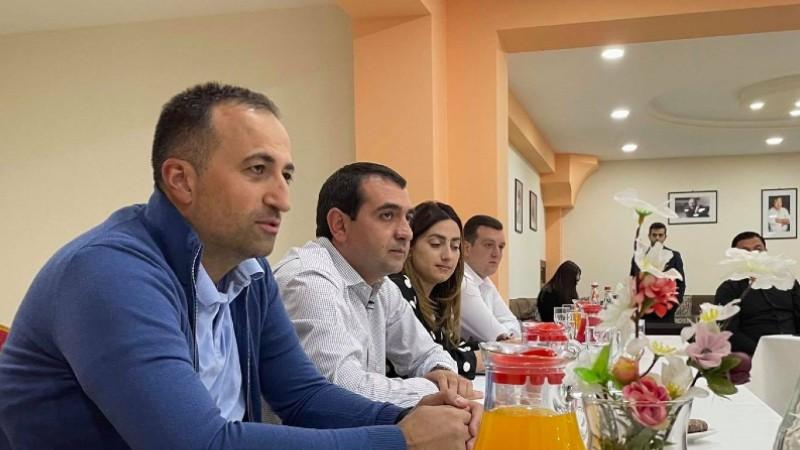 Արսեն Թորոսյանը և Հովհաննես Հարությունյանը հանդիպել են Գյումրու բժշկական հանրության ներկայացուցիչների հետ
