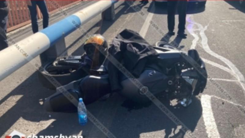 Երևանում բախվել են Mercedes-ն ու Honda մոտոցիկլը. մոտոցիկլավարը տեղափոխվել է հիվանդանոց
