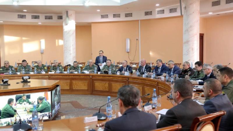ՀՀ ՊՆ վարչական համալիրում անցկացվել է խորհրդակցություն (լուսանկարներ)