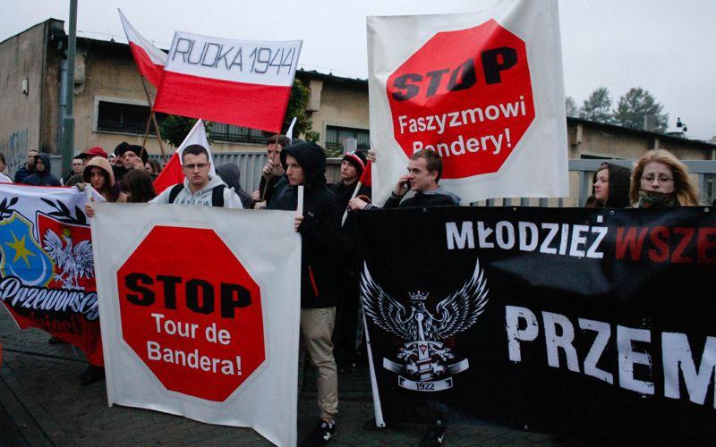 """Польша запретит въезд в страну радикалам и сторонникам СС """"Галичина"""""""