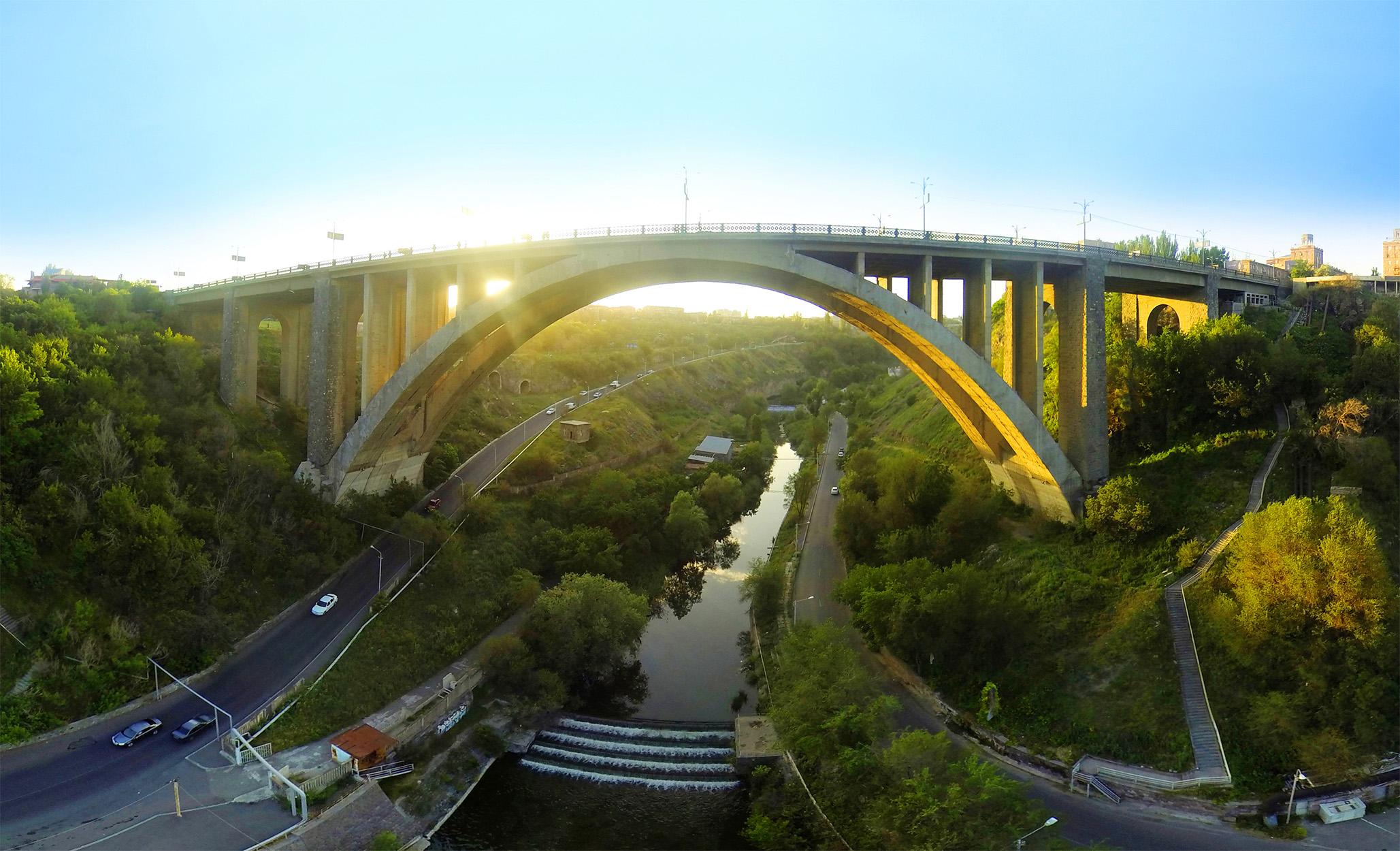 Ահազանգ. քաղաքացին փորձել է նետվել Կիևյան կամրջից