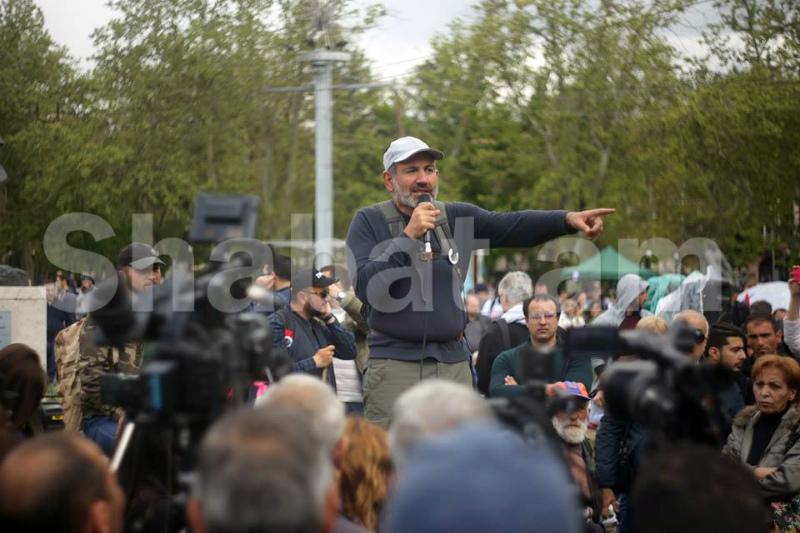 Փաշինյանը խաչմերուկները փակած քաղաքացիներին կոչ արեց բացել փողոցները և գնալ Ֆրանսիայի հրապարակ (թարմացվող)