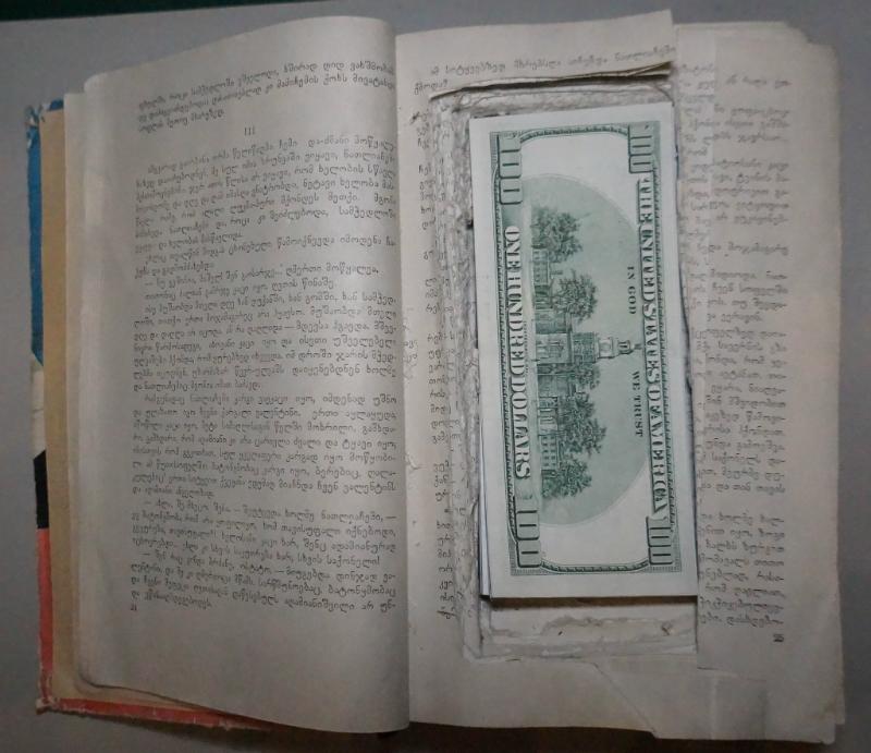 Գիրք-թաքստոց` կեղծ թղթադրամների համար. ԱԱԾ-ի բացահայտումը