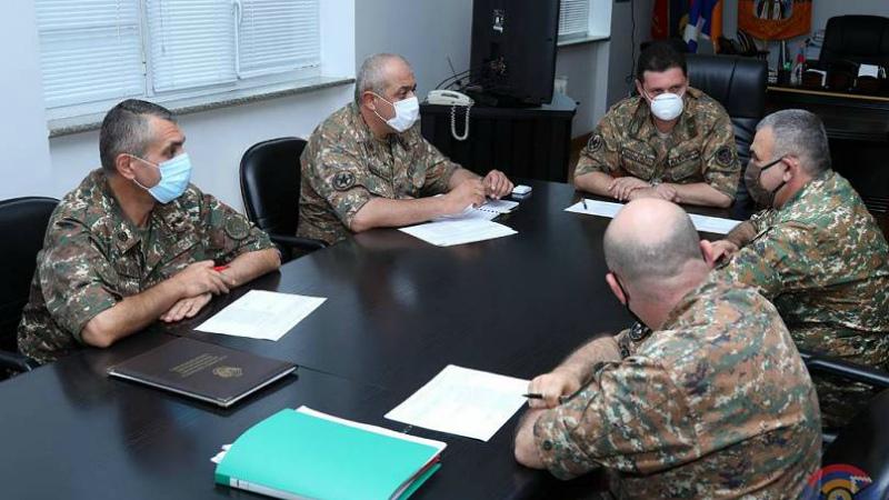 ԱՀ պաշտպանության նախարար Ջալալ Հարությունյանն ընդունել է քաղաքացիներին և զինծառայողներին