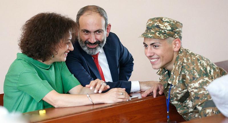 Աննա Հակոբյանը որդու` Արցախից Երևան տեղափոխվելու  մասին