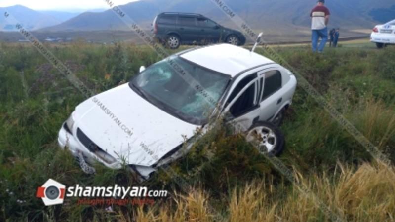 Խոշոր ավտովթար Արագածոտնի մարզում. բախվել են Opel-ները, որոնցից մեկն էլ դուրս է եկել երթևեկելի գոտուց. կան վիրավորներ