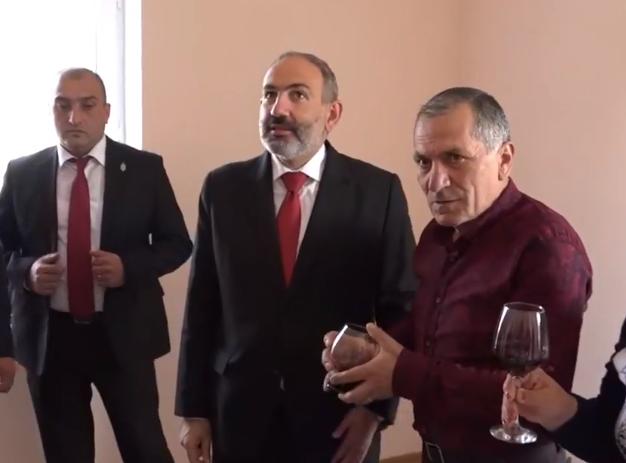 Մասնակցում եմ աղետի գոտու բնակարանաշինական ծրագրի բնակարանամուտի արարողությանը. վարչապետ (տեսանյութ)