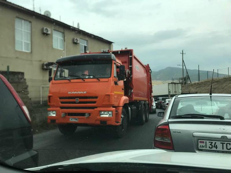 Հայ-վրացական սահմանին ևս երեք մեքենա «անհամբեր» սպասում է  իր հերթին