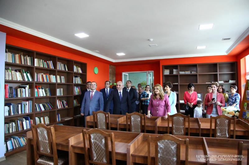 Բակո Սահակյանը մասնակցել է Ստեփանակերտում Թումանյանի անվան մանկական գրադարանի վերաբացմանը