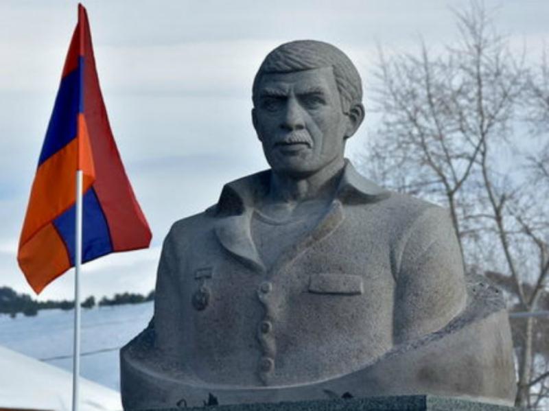 Ազատամարտիկ Միքայել Ավագյանի արձանը վերաբացվել է Ախալքալաքում․ ադրբեջանցիները բողոքում են