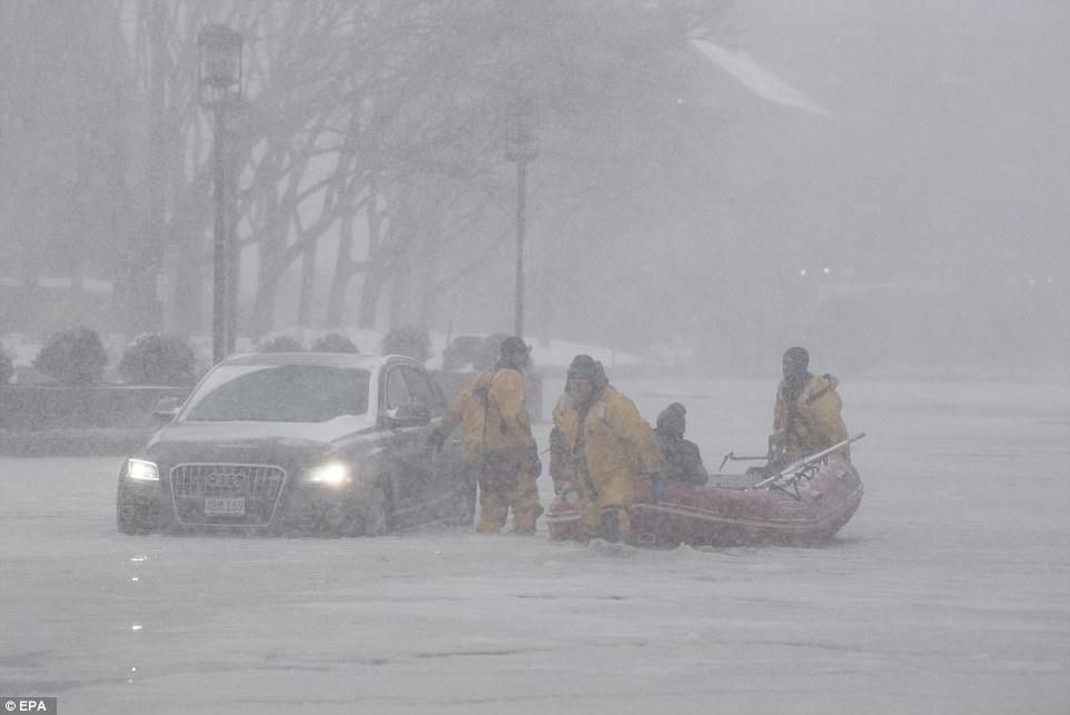 Բոստոնում մեքենաները հայտնվել են սառցակալած ջրերի մեջ (ֆոտոշարք)