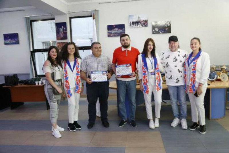 Երգիչներ Թաթա Սիմոնյանն ու Արման Հովհաննիսյանը պարգևատրվել են
