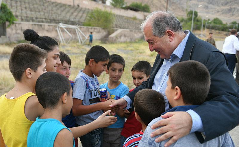 Նախագահ Սարգսյանը շնորհավորել է Գիտելիքի ու դպրության օրը