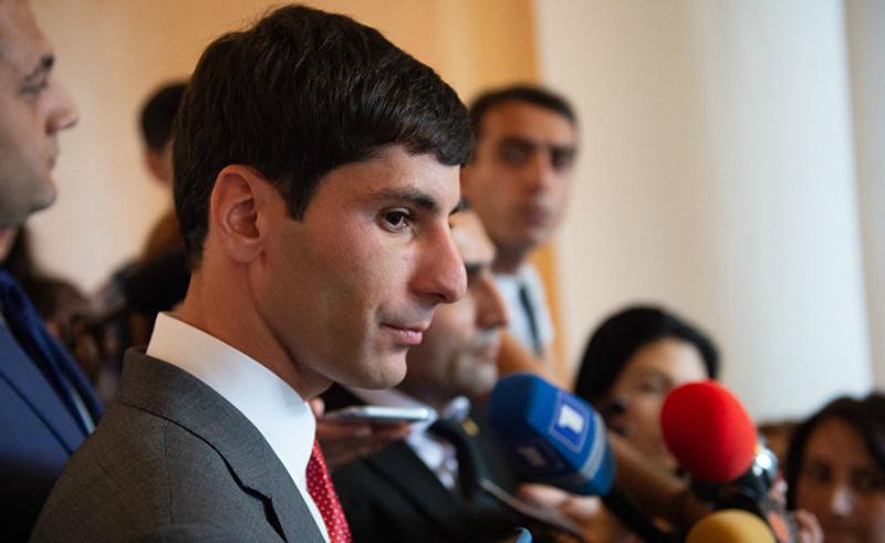 «Իրատես». «Նոր» Հայաստանում ազգականին պաշտոնի նշանակելը «սուրբ գործ» է