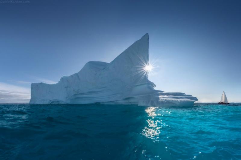Գրենլանդիայում անոմալ շոգ եղանակի պատճառով 1 օրում մոտ 12 միլիարդ տոննա սառույց է հալվել