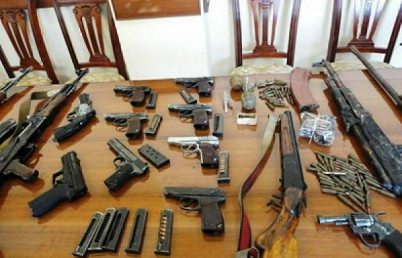 Մարզերում քաղաքացիները կամավոր զենք-զինամթերք են հանձնել