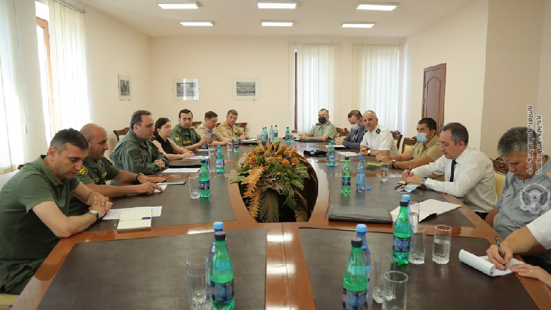 ՀՀ ՊՆ-ում օտարերկրյա դեսպանությունների հավատարմագրված ռազմական կցորդներին ներկայացվել է հայ-ադրբեջանական սահմանին ստեղծված իրավիճակը