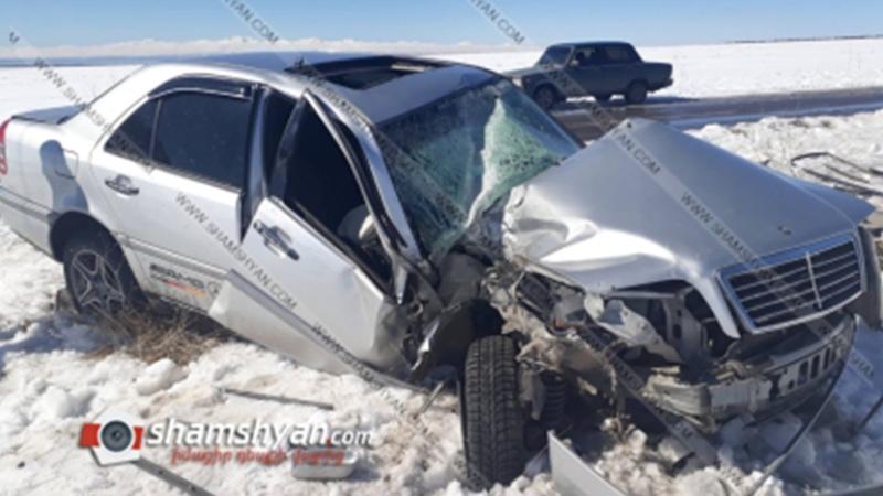 Գեղարքունիքի մարզում 23-ամյա պայմանագրային ծինծառայողը Mercedes-ով բախվել է էլեկտրասյանը, տապալել այն և հայտնվել դաշտում. նրան տեղափոխել են զինվորական հոսպիտալ. Shamshyan.com