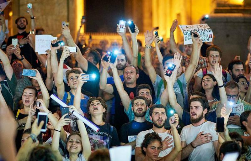 Թբիլիսիի Ռուսթավելի պողոտան փակ է ու կրկին մարդաշատ. ընթանում է 6-րդ բողոքի ցույցը