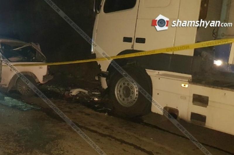 Սյունիքում մեքենան բախվել է բեռնատարին, պայմանագրային զինծառայողը տեղում մահացել է