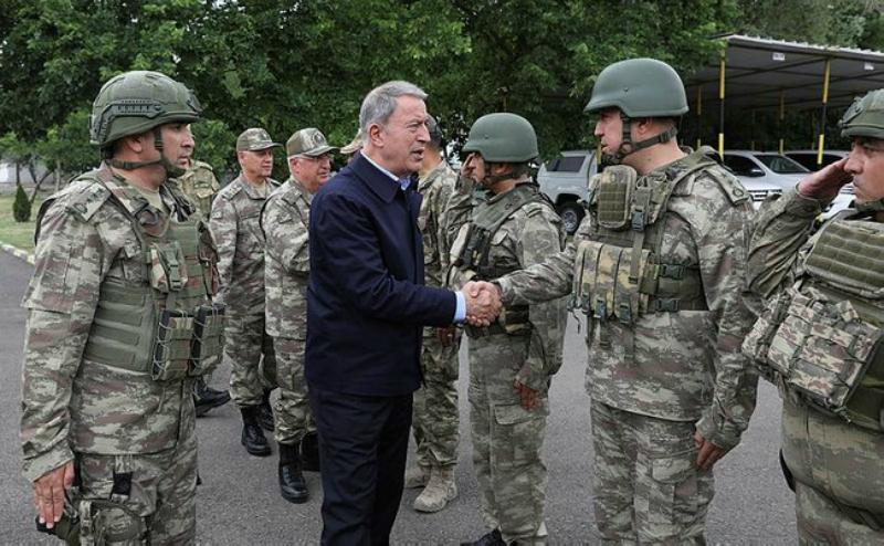Թուրքիայի պաշտպանության նախարարն այցելել է Հայաստանի հետ սահմանին գտնվող ԶՈՒ ստորաբաժանումներ