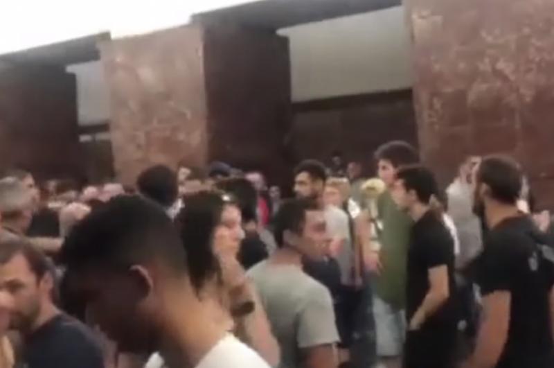 Թբիլիսիի մետրոյում երկար մազեր ունենալու և ականջօղեր կրելու համար երկու երիտասարդի են ծեծի ենթարկել (տեսանյութ)