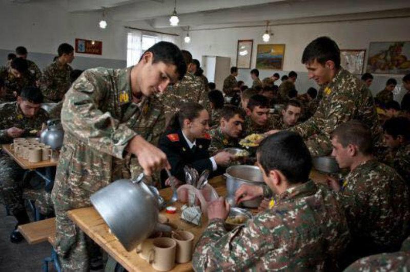 Պարտադիր ժամկետային զինծառայողների հետ քննարկվել են սննդի որակին վերաբերող հարցեր