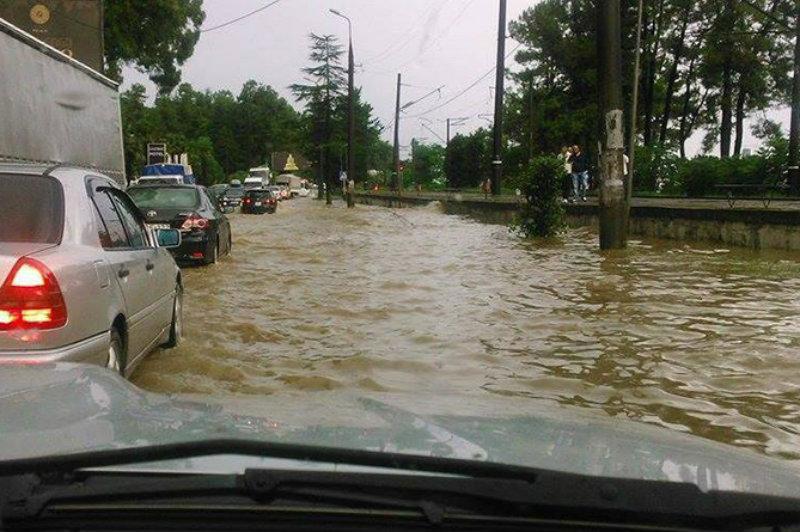 Առատ անձրևները հեղեղել են Վրաստանի սևծովյա շրջանները