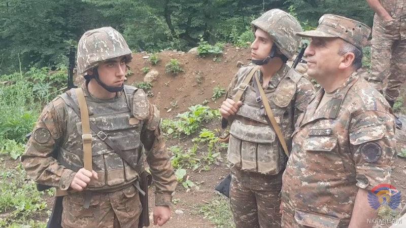 Արցախի ՊԲ հրամանատարն այցելել է մի շարք զորամասեր և առաջնագիծ (լուսանկարներ)