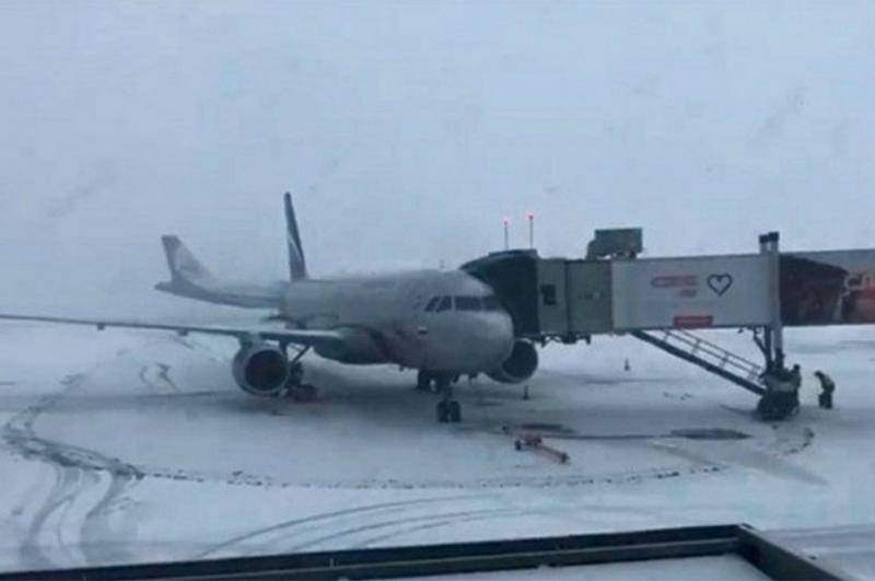 Սանկտ Պետերբուրգում ձյան առատ տեղումները կաթվածահար են արել օդանավակայանի աշխատանքը. ինքնաթիռները չեն կարողանում վայրէջք կատարել