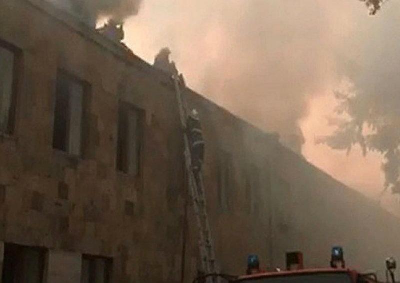 ԱԺ-ի վարչական տարածքում գտնվող շինության տանիքում բռնկված հրդեհից տուժած տղամարդու վիճակը ծանր է