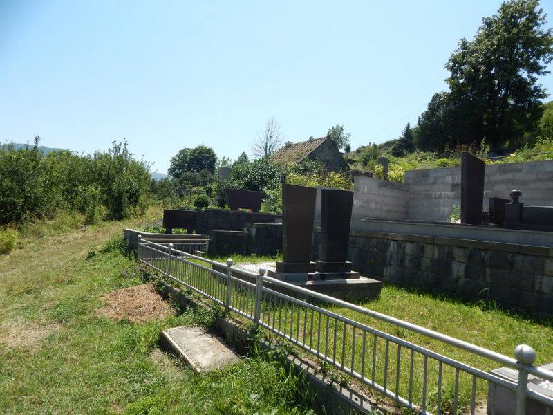 Արտառոց դեպք գյուղերից մեկում. ամուսինները ուրիշի գերեզմանը քանդել, աճյունը տեղափոխել է այլ գերեզման
