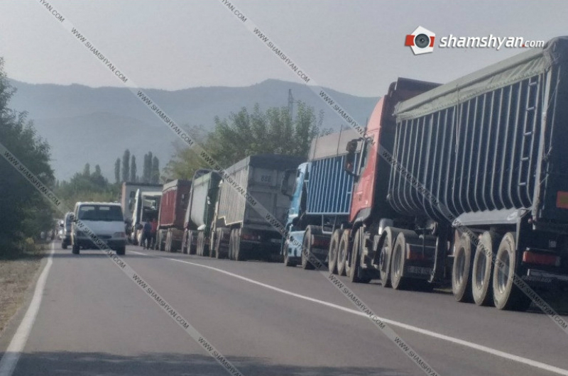 Վրաց-հայկական սահմանին 300-ից ավելի հայկական բեռնատար չի կարողանում առաջ շարժվել. ըստ ահազանգի՝ խնդիրը նոր կայանատեղին է. Shamshyan.com