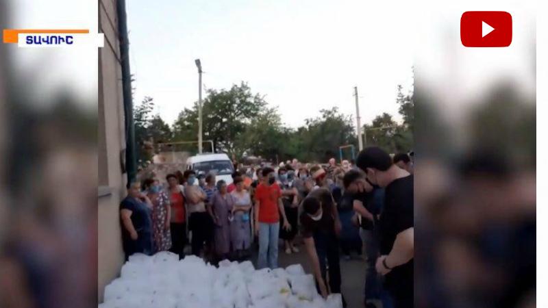 Գագիկ Ծառուկյանի հանձնարարությամբ օգնությունը փոխանցվեց Տավուշի մարզի սահմանամերձ  գյուղերում բնակվող բոլոր ընտանիքներին