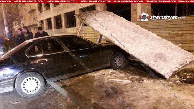 Երևանում մեքենան բախվել է կանգառի տաղավարին. կա 4 տուժած