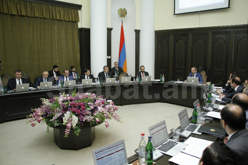 Կառավարության նիստերի դահլիճում այսուհետ հայկական արտադրության համակարգիչներ կգործեն. վարչապետը կոչ է անում օգտվել հայկական արտադրանքից