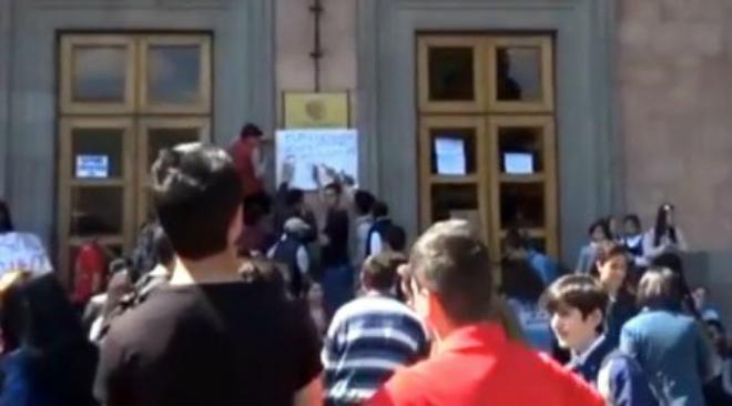 Գյումրիում ՀՀԿ կուսակցության անդամներն ինքնակամ հանձնում են անդամատոմսերը