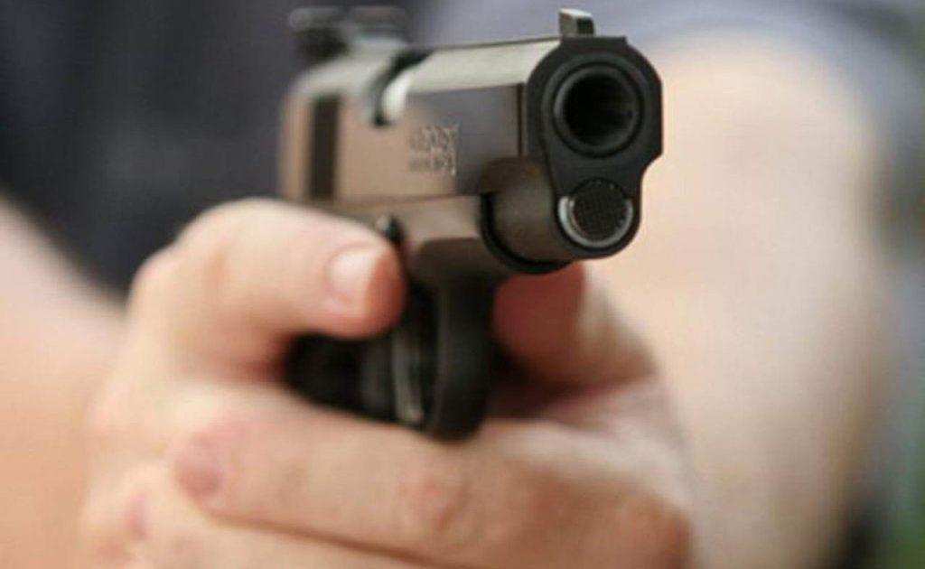 Վանաձորում ՔԿՀ աշխատակիցն ու նրա ուսուցիչ եղբայրը ոստիկանից փորձել են խլել զենքը. Կրակոցներ են հնչել