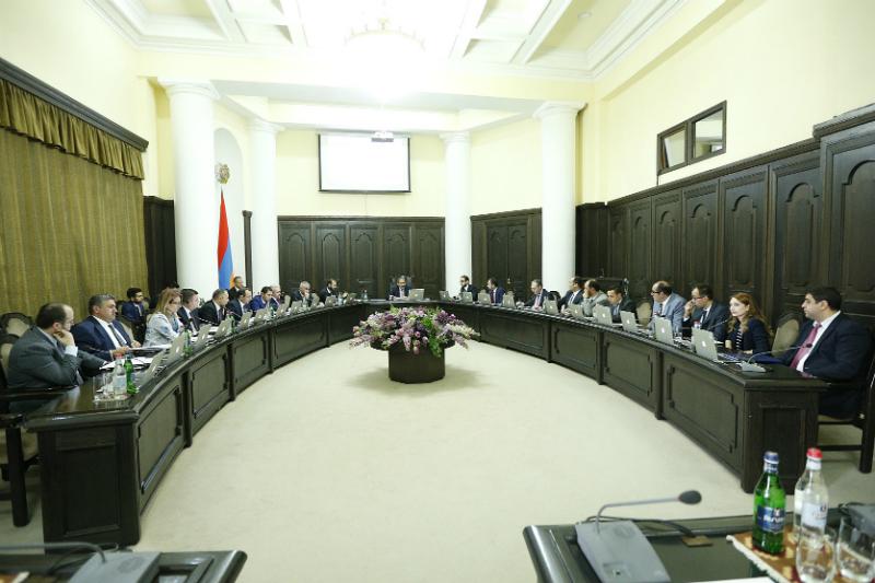 «Փաստ». Ինչո՞ւ են ամեն ինչ կենտրոնացնում Երևանում