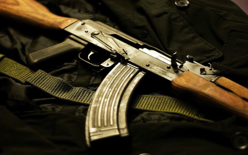 27-ամյա երիտասարդն ավտոմեքենայի պատուհանից կրակոցներ է արձակել «Կալաշնիկովից»
