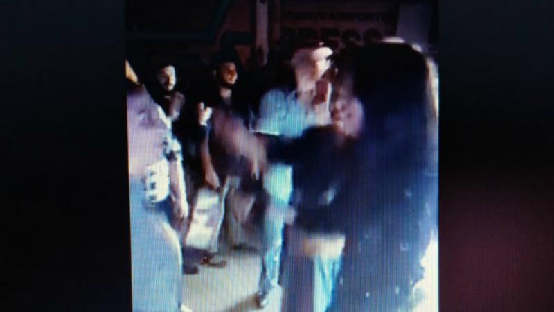 Երգ, պար, առևտուր... Ինչպես է գիշերն անցել Մոսկվայում, որտեղ հայկական ծիրան են գնում .տեսանյութ