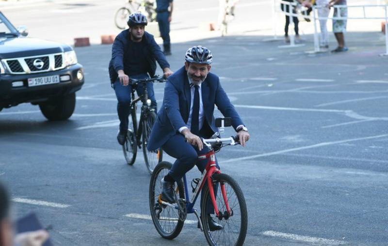 Իրականում ո՞վ է վարչապետին նվիրել նրա  «հեղափոխական» հեծանիվը, և որտեղի՞ց է այն հայտնվել Հայաստանում