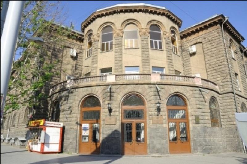 Արտակարգ դեպք Երևանում. մայրը պնդում է, որ բժիշկների մեղքով իր զույգ պտուղներից մեկը մահացել է