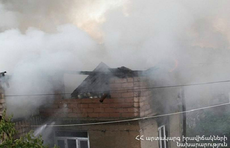 Այրվել է տան կահույքը․ Աշտարակի տներից մեկում հրդեհ է բռնկվել