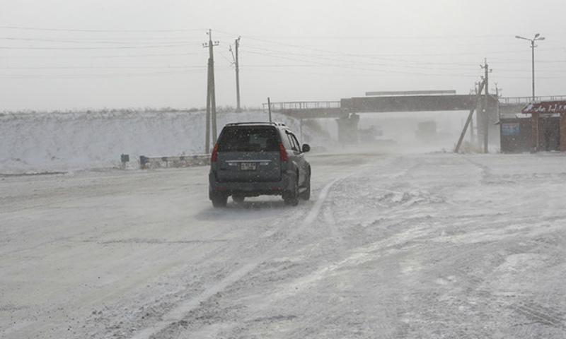 Հանրապետության մի շարք ճանապարհների ձյուն է տեղում