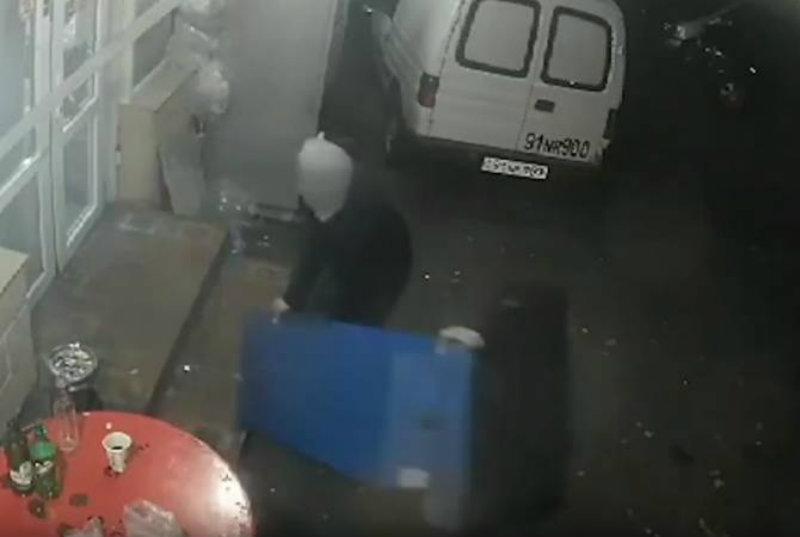 Ոստիկանները կանխել են վճարային տերմինալի գողությունը․ երիտասարդները դեպքի վայրից բերման են ենթարկվել