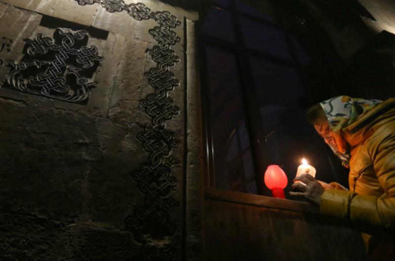 Եկեղեցիներում մատուցվում է Ճրագալույցի Սուրբ Պատարագ