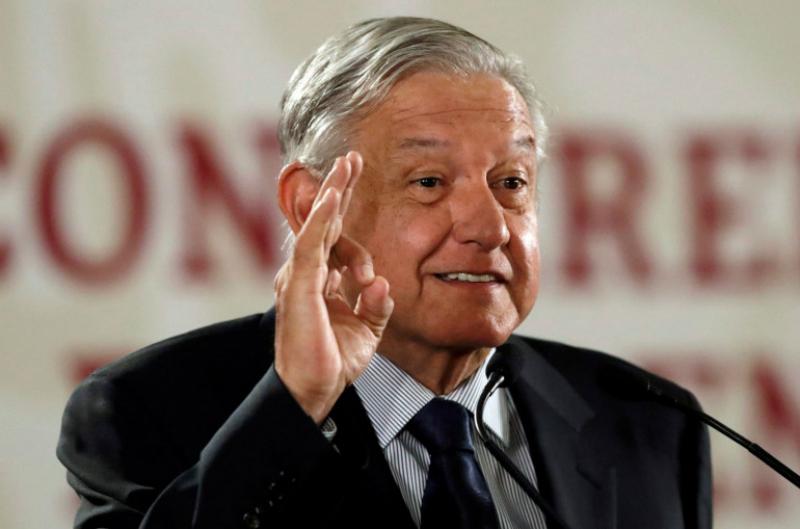 Մեքսիկուհին ինքնաթիռի սրահում երգել է երկրի նախագահի համար (տեսանյութ)