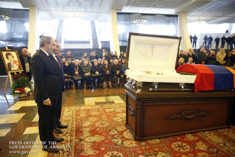 Նիկոլ Փաշինյանը ներկա է գտնվել Յուրի Վարդանյանի հրաժեշտի արարողությանը